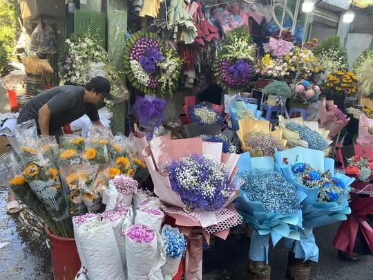 Giá hoa hồng tăng gấp 4-5 lần, cửa hàng ngừng nhận khách vì quá đông - Ảnh 4.