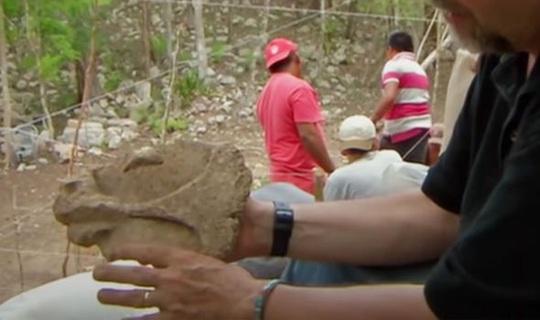 Mở kim tự tháp Maya, phát hiện đường vào một thế giới khác chưa từng biết - Ảnh 2.