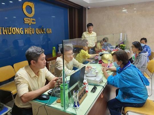 Giá vàng hôm nay 7-3: Người mua lỗ cả triệu đồng/lượng - Ảnh 1.