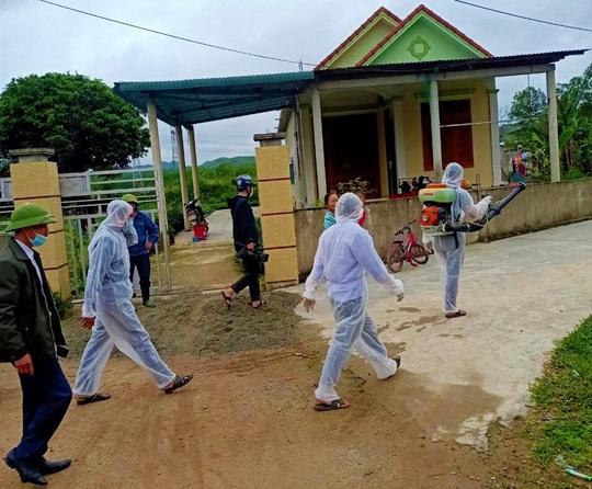 Hơn 100 trâu, bò mắc bệnh lạ ở Quảng Bình, 2 con đã chết - Ảnh 2.