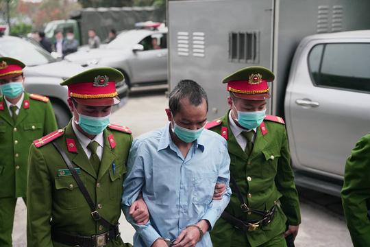 Thắt chặt an ninh phiên toà Đồng Tâm - Ảnh 4.