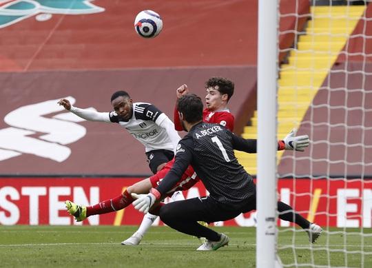 Tân binh Fulham thắng sốc, đương kim vô địch Liverpool sa lầy ở Anfield - Ảnh 4.