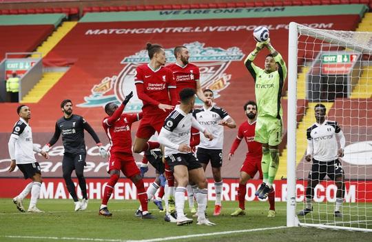 Tân binh Fulham thắng sốc, đương kim vô địch Liverpool sa lầy ở Anfield - Ảnh 7.