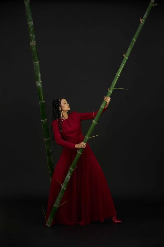Giải mã hashtag về phụ nữ trong bộ ảnh mới của Hoa hậu H'Hen Niê - Ảnh 2.