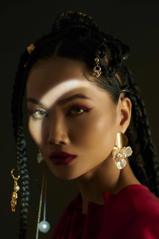 Giải mã hashtag về phụ nữ trong bộ ảnh mới của Hoa hậu H'Hen Niê - Ảnh 9.