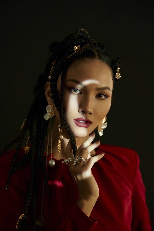 Giải mã hashtag về phụ nữ trong bộ ảnh mới của Hoa hậu H'Hen Niê - Ảnh 8.