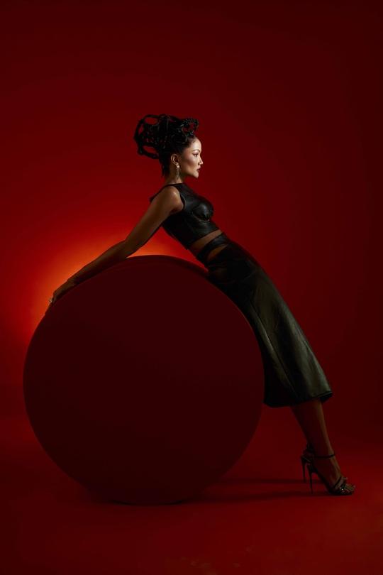 Giải mã hashtag về phụ nữ trong bộ ảnh mới của Hoa hậu H'Hen Niê - Ảnh 3.