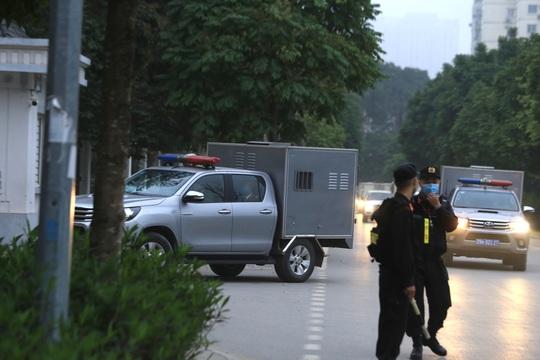 Thắt chặt an ninh phiên toà Đồng Tâm - Ảnh 1.