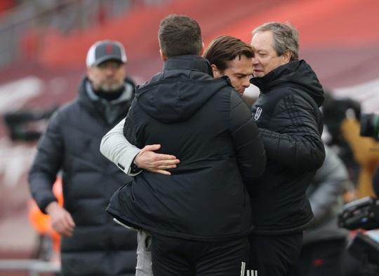 Tân binh Fulham thắng sốc, đương kim vô địch Liverpool sa lầy ở Anfield - Ảnh 1.