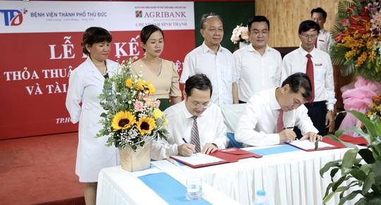 Agribank Chi nhánh Bình Thạnh ký kết thỏa thuận hợp tác với Bệnh viện TP Thủ Đức - Ảnh 1.