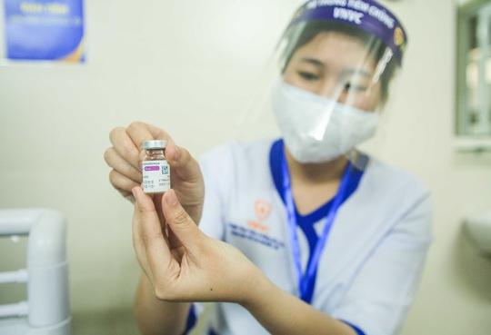 CLIP: 30 nhân viên y tế đầu tiên tại Bệnh viện Thanh Nhàn được tiêm vắc-xin Covid-19 - Ảnh 11.