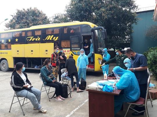 Xe khách chở 53 người Trung Quốc nghi nhập cảnh trái phép - Ảnh 3.