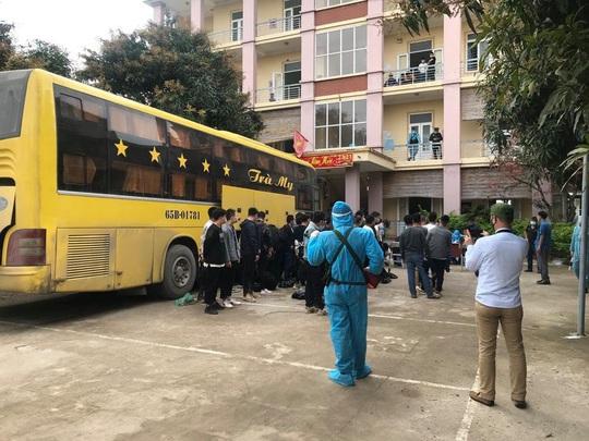 Xe khách chở 53 người Trung Quốc nghi nhập cảnh trái phép - Ảnh 6.