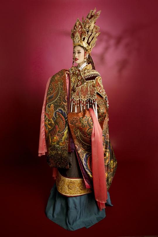 Hoa hậu Khánh Vân hoá thân thành Thái hậu Dương Vân Nga - Ảnh 5.