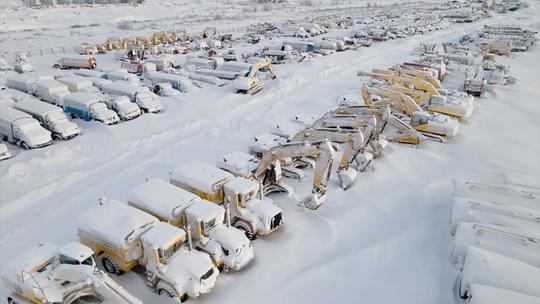 Những thị trấn ma ở Nga chìm trong băng giá - Ảnh 7.