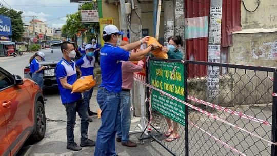 Nhiều người khó khăn được Quỹ Từ thiện Kim Oanh hỗ trợ - Ảnh 2.