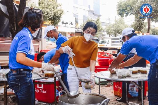 Nhiều người khó khăn được Quỹ Từ thiện Kim Oanh hỗ trợ - Ảnh 5.
