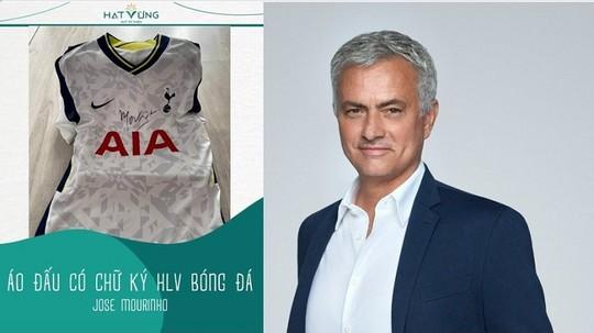 Bán đấu giá áo HLV Jose Mourinho gây quỹ mua máy thở - Ảnh 1.