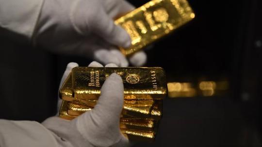 """Giá vàng sẽ """"bùng nổ"""" theo giá dầu? - Ảnh 1."""