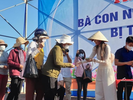 Ban Dân vận Tỉnh ủy Quảng Ngãi xác nhận 14 tỉ đồng mà vợ chồng ca sĩ Thủy Tiên tặng người dân - Báo Người lao động