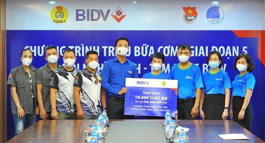 BIDV trao 18.000 suất cơm tặng đồng bào khó khăn tại TP Hà Nội - Ảnh 1.