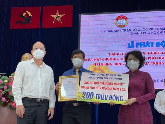 """EVNHCMC ủng hộ 200 triệu đồng Quỹ """"Vì người nghèo"""" của TP HCM - Ảnh 1."""