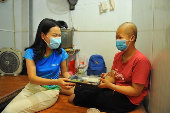 BIDV trao 18.000 suất cơm tặng đồng bào khó khăn tại TP Hà Nội - Ảnh 2.