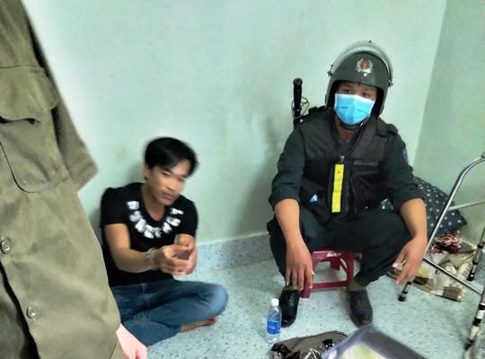 Hàng trăm cảnh sát ở Tiền Giang bao vây, bắt băng nhóm xã hội đen - Ảnh 2.
