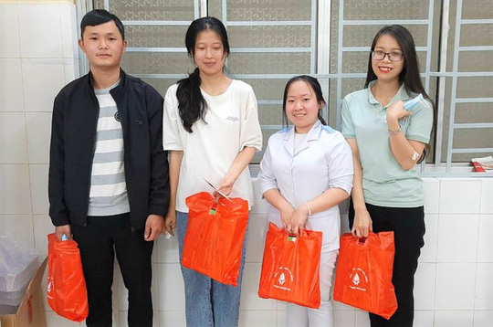 Cảm động gương 4 bạn trẻ Đà Lạt kịp thời hiến máu cứu sống sản phụ trong đêm - Ảnh 1.