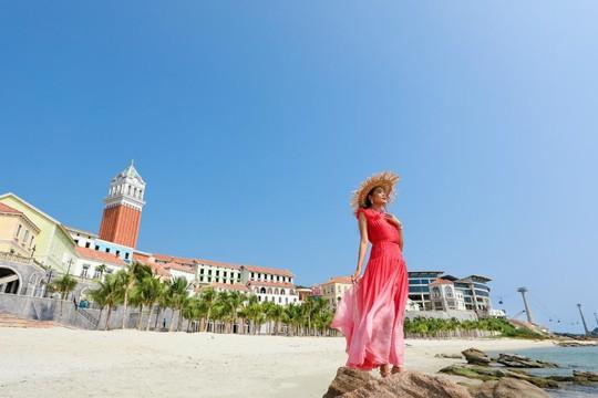 Sàn diễn thời trang vô cực Địa Trung Hải đẹp ngất ngây của Fashion Voyage #3 - Ảnh 6.
