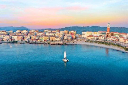 Sàn diễn thời trang vô cực Địa Trung Hải đẹp ngất ngây của Fashion Voyage #3 - Ảnh 10.