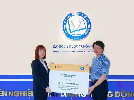Quỹ Binance Charity trao tặng 10.000 khẩu trang N-95 - Ảnh 1.