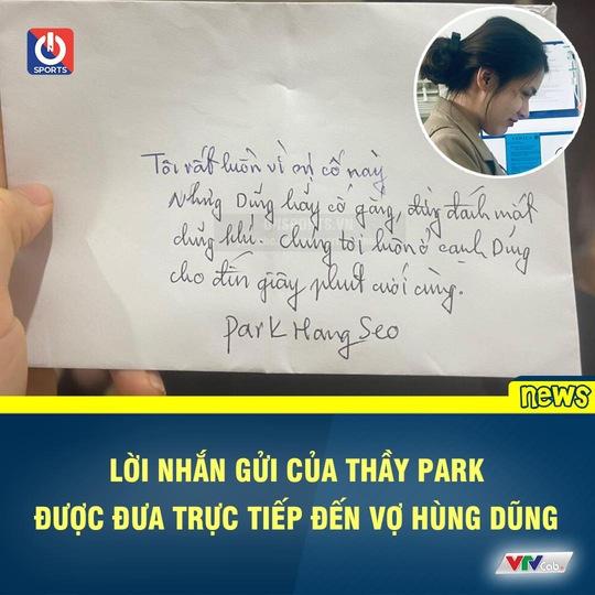 CLIP: HLV Park Hang-seo nắm chặt tay Đỗ Hùng Dũng khi đến bệnh viện thăm học trò - Ảnh 3.