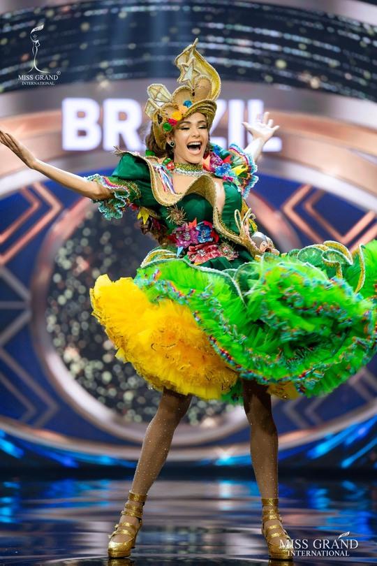Bắt mắt với những bộ Quốc phục tại cuộc thi Hoa hậu Hòa Bình Thế giới - Ảnh 33.