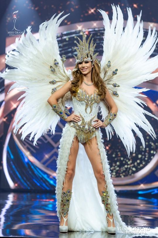 Bắt mắt với những bộ Quốc phục tại cuộc thi Hoa hậu Hòa Bình Thế giới - Ảnh 5.
