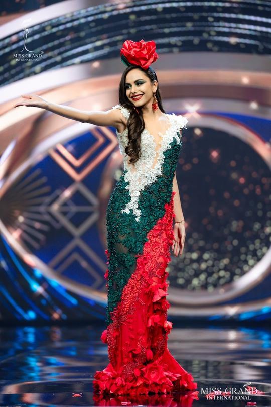 Bắt mắt với những bộ Quốc phục tại cuộc thi Hoa hậu Hòa Bình Thế giới - Ảnh 32.