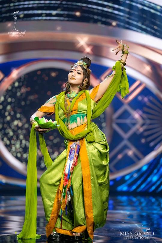 Bắt mắt với những bộ Quốc phục tại cuộc thi Hoa hậu Hòa Bình Thế giới - Ảnh 24.