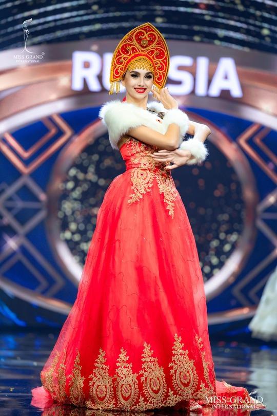 Bắt mắt với những bộ Quốc phục tại cuộc thi Hoa hậu Hòa Bình Thế giới - Ảnh 13.