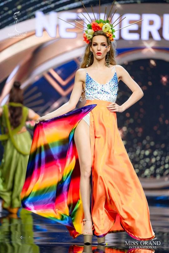 Bắt mắt với những bộ Quốc phục tại cuộc thi Hoa hậu Hòa Bình Thế giới - Ảnh 23.