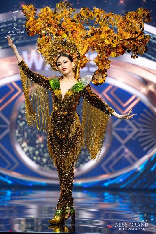 Bắt mắt với những bộ Quốc phục tại cuộc thi Hoa hậu Hòa Bình Thế giới - Ảnh 1.