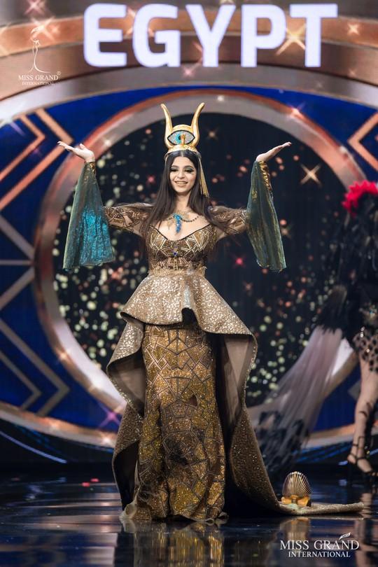 Bắt mắt với những bộ Quốc phục tại cuộc thi Hoa hậu Hòa Bình Thế giới - Ảnh 6.