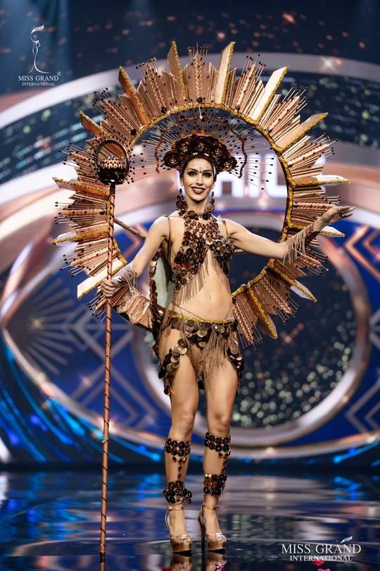 Bắt mắt với những bộ Quốc phục tại cuộc thi Hoa hậu Hòa Bình Thế giới - Ảnh 3.