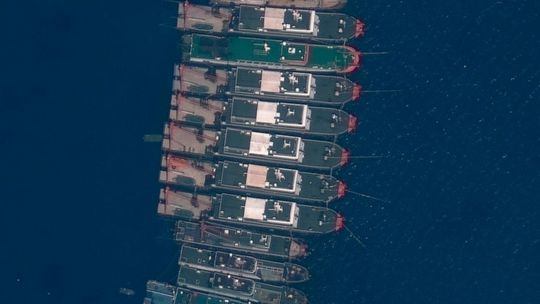 Thêm nhiều nước phản đối Trung Quốc tập trung tàu ở biển Đông - Ảnh 2.