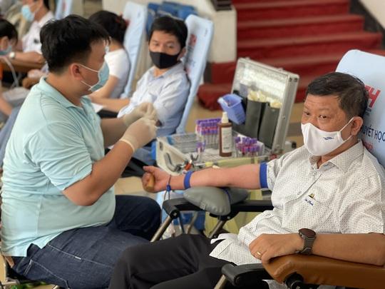 Đoàn viên tích cực tham gia hiến máu cứu người - Ảnh 1.