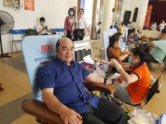 Đoàn viên tích cực tham gia hiến máu cứu người - Ảnh 2.