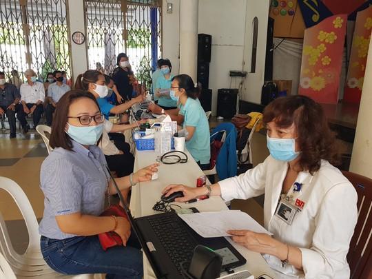Đoàn viên tích cực tham gia hiến máu cứu người - Ảnh 4.
