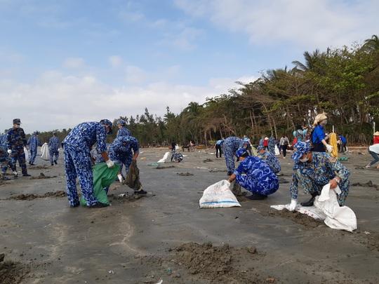 Cảnh sát biển cùng thanh niên Quảng Nam hành động vì môi trường - Ảnh 2.