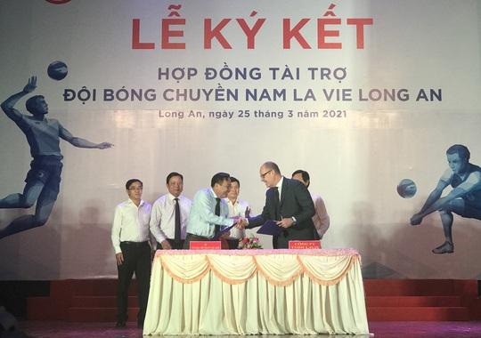 Nhận tài trợ 10 tỉ đồng, bóng chuyền nam Long An mơ ngày trở lại - Ảnh 1.