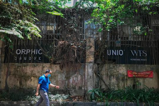 Cận cảnh hoang tàn ở khu đất vàng giữa trung tâm TP HCM vừa bị sờ gáy - Ảnh 9.