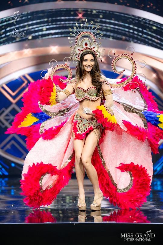 Bắt mắt với những bộ Quốc phục tại cuộc thi Hoa hậu Hòa Bình Thế giới - Ảnh 18.